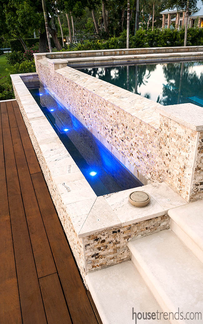 Infinity edge design for a swimming pool