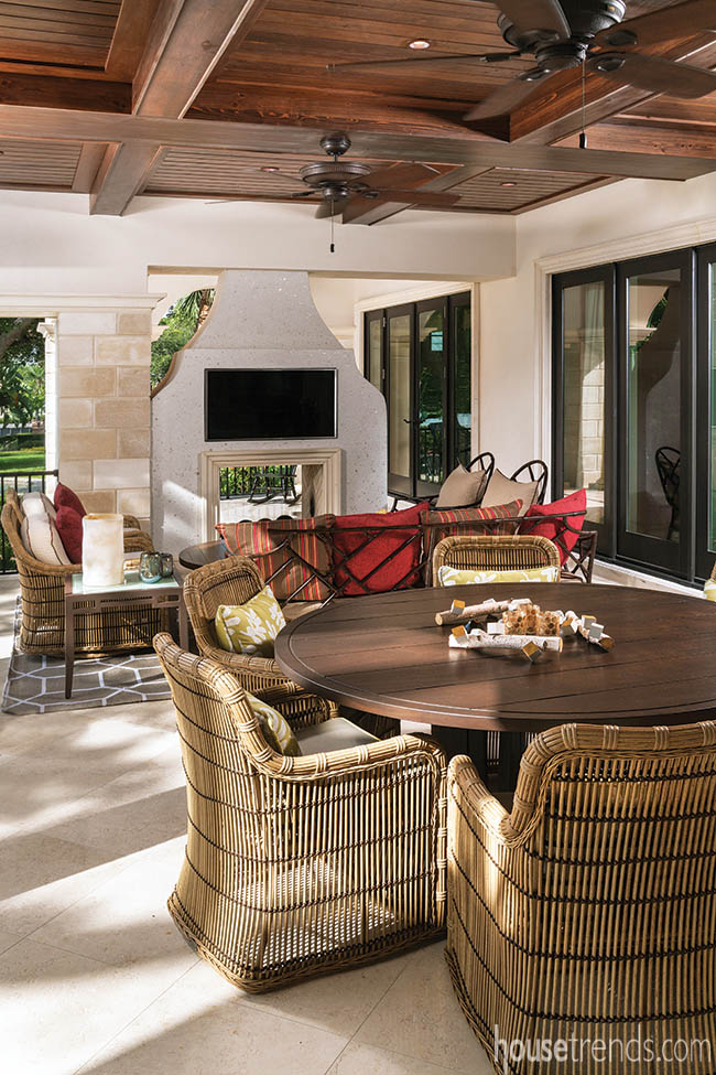Covered lanai boasts an outdoor dining area