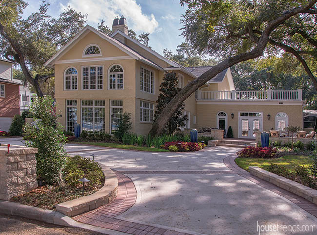 Front Yard Goes From Tropical To Traditional