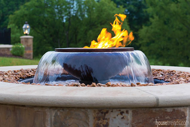 Combination fire/water feature stuns in a back yard