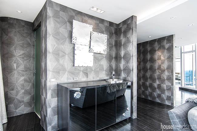 Wall treatment dresses up a wet bar