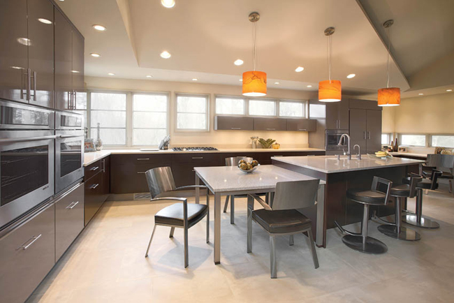 Kitchen design accentuates a wall of windows
