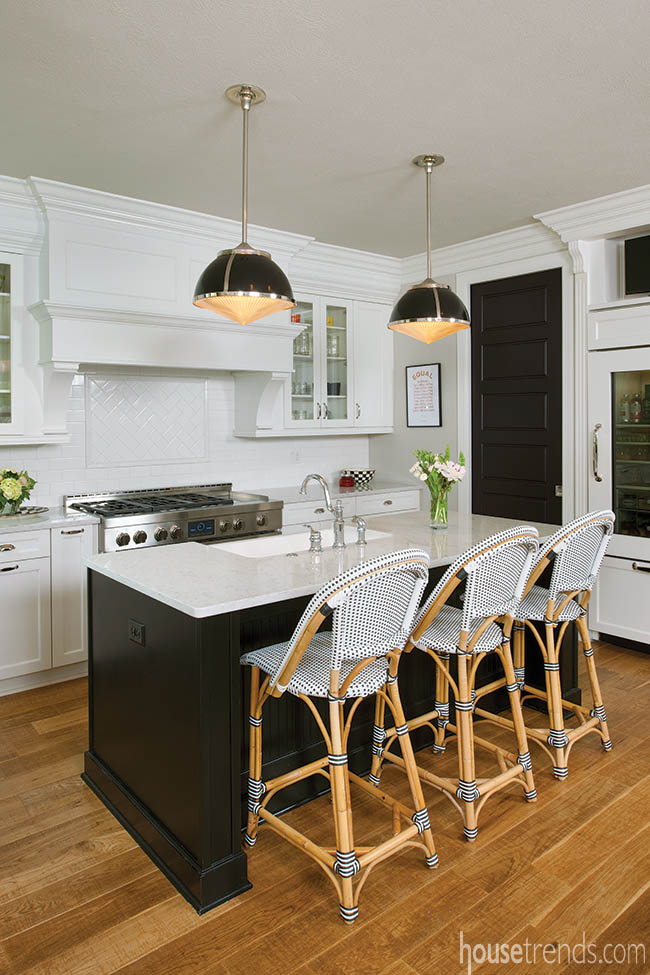 Island cabinetry a stark contrast to perimeter cabinetry