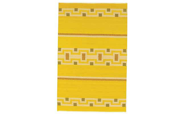 Rug adds a bright pop of color