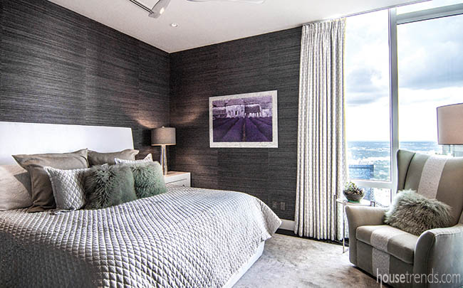 Accent pillows add texture to a guest bedroom