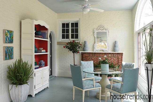 Sunroom design hints at color