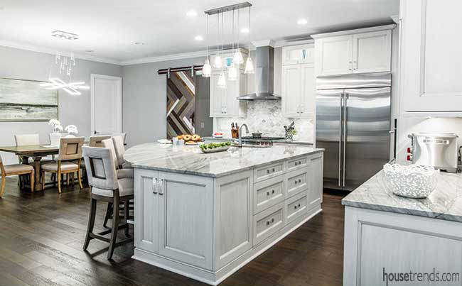 Eclectic lighting spices up a kitchen
