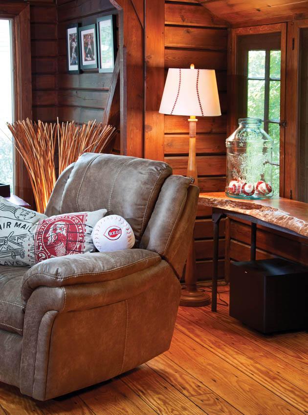 06_Cincinnati-Chair-Window_FeaCI13z
