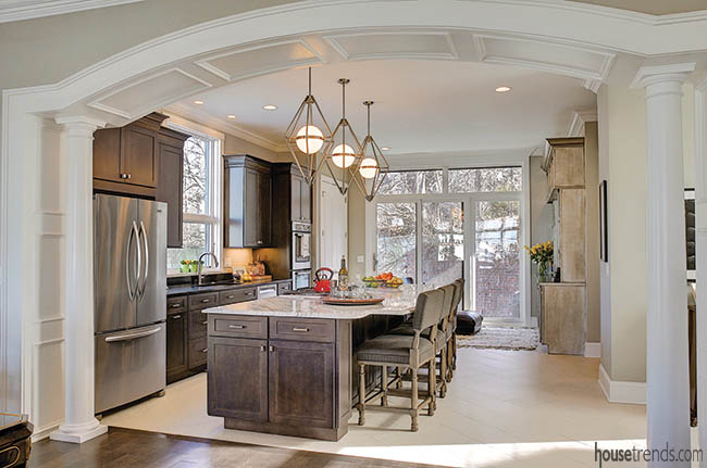 Columns and arch add a traditional design to a kitchen