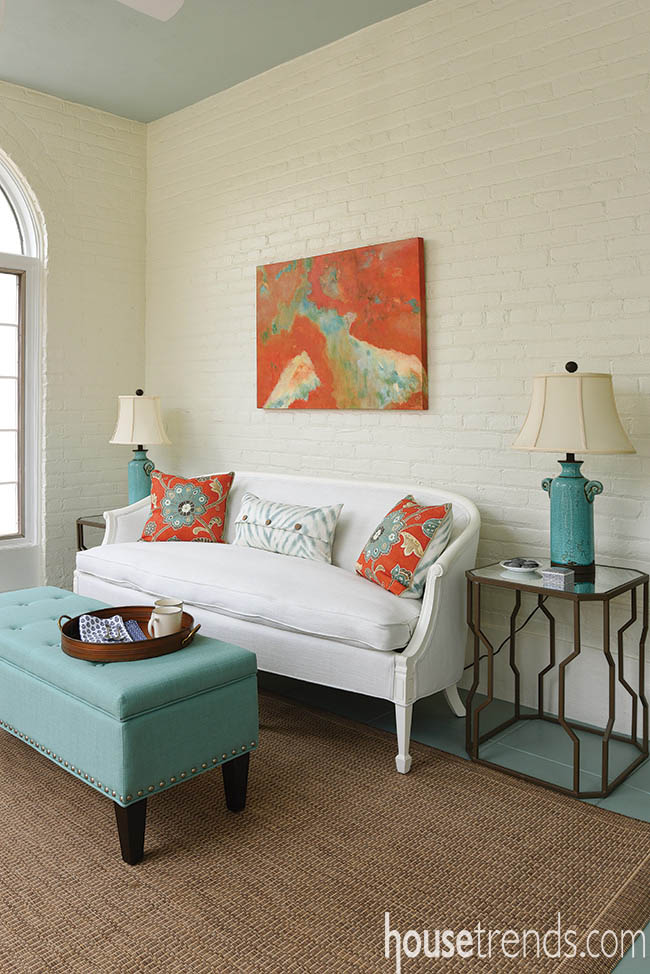 Wall art spices up a sunroom design