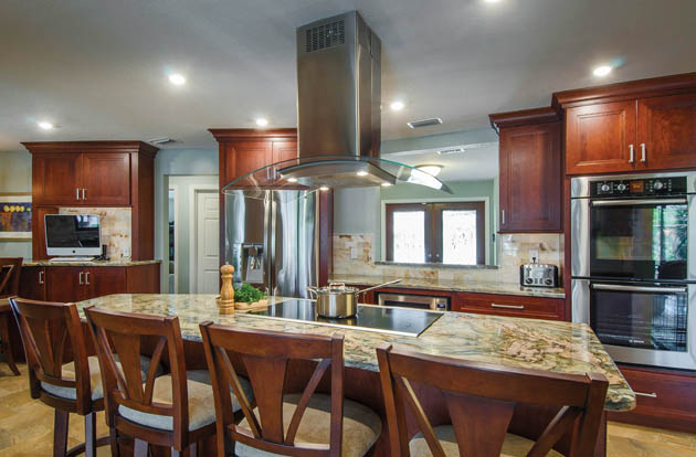 Kitchen remodel ideas help to keep a house open