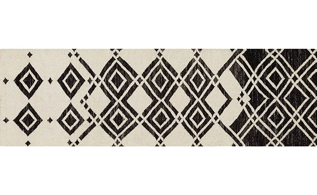 Runner rug with a captivating design