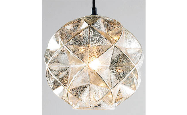 Pendant light dazzles in any room
