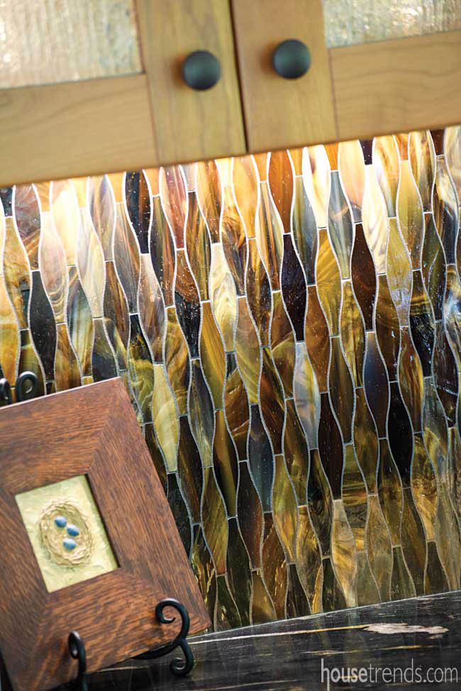Decorative backsplash for a wet bar