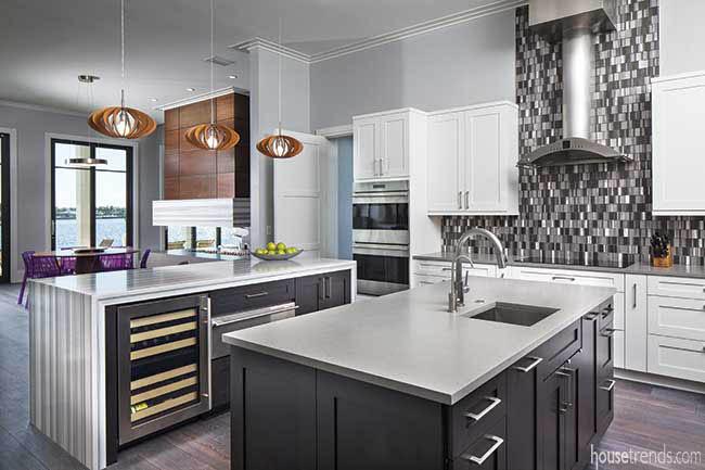 Backsplash complements stainless steel appliances