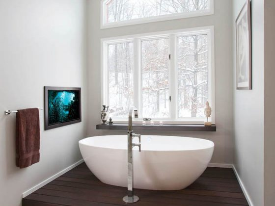 An ordinary soaking tub gets an extraordinary view