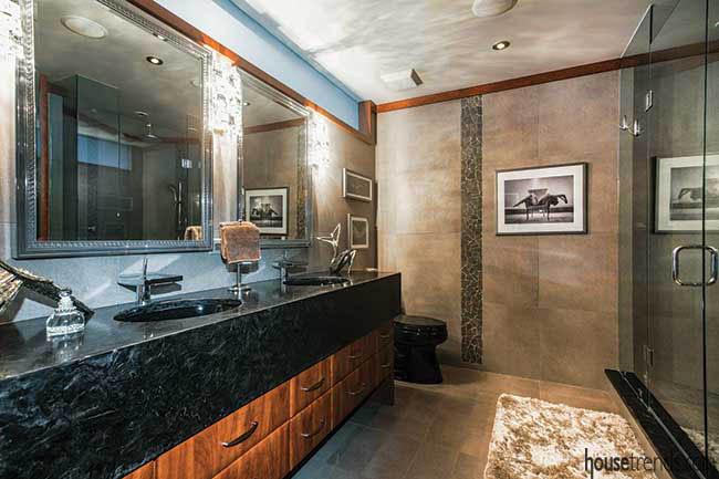 Granite countertop in a master bathroom