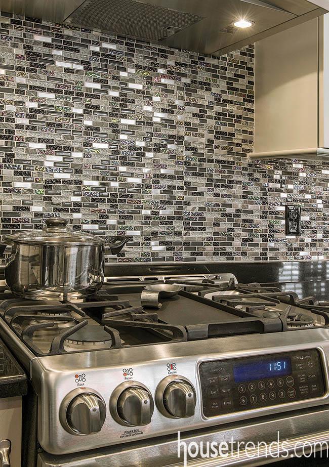 Tile backsplash complements the countertop