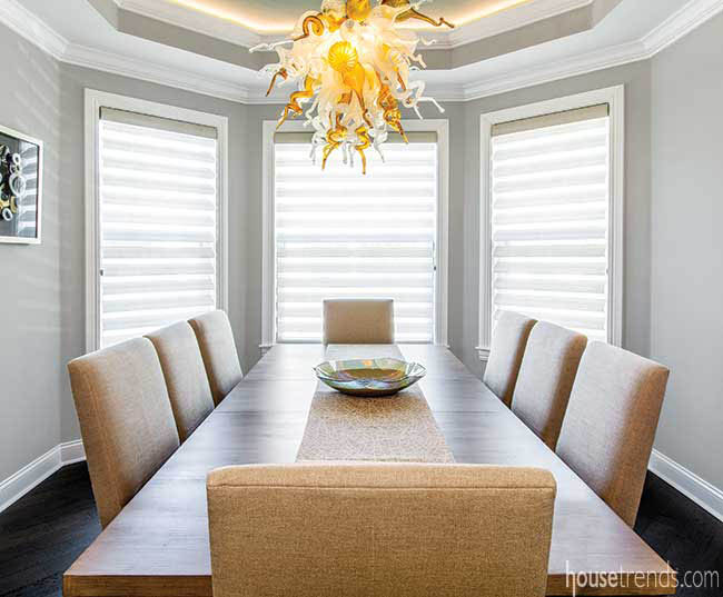 Chandelier brightens up a dining room