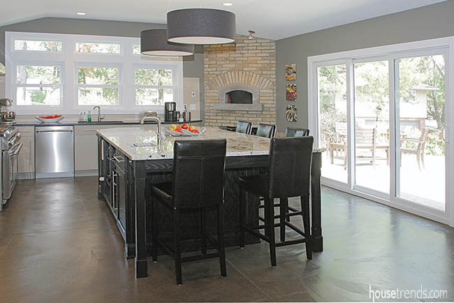 Kitchen remodel creates a cheery place