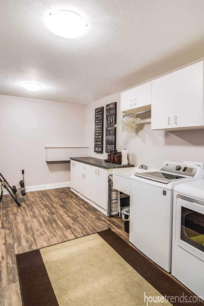 Laundry room with space for luggage