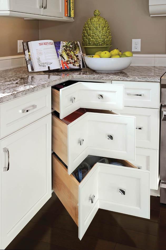 15_Dayton-Corner-Cabinet-Open_KitDA0314z