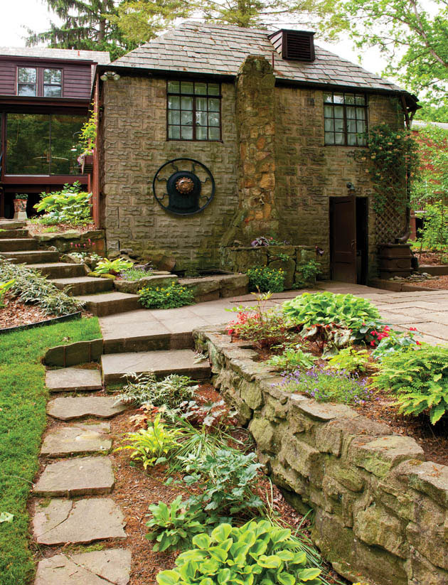 Garden plants and design upstage a rustic home