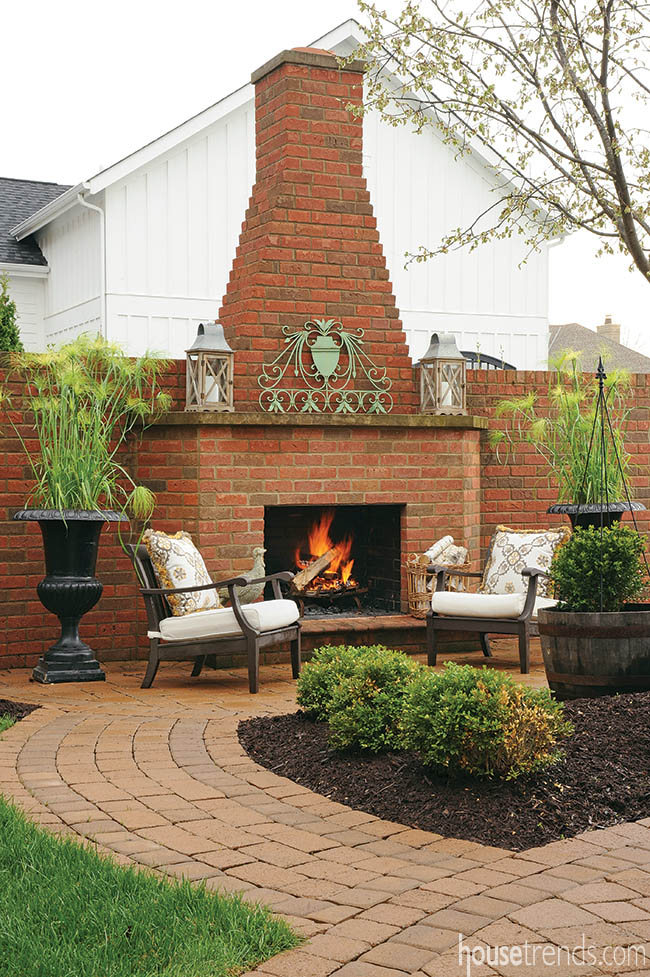 18_Columbus-Outdoor-Fireplace_LndCO0614z