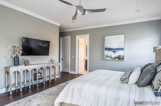 Table pops in a master bedroom