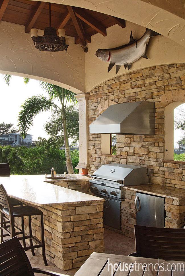 Outdoor kitchen makes dining al fresco a breeze