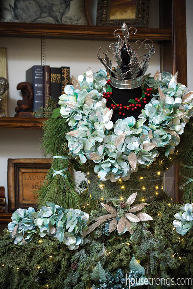 Christmas tree pays homage to Victorian fashion