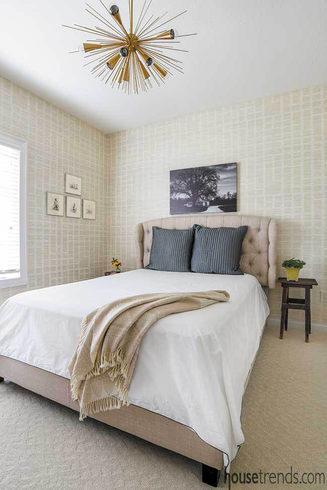 Neutral colors in a guest bedroom