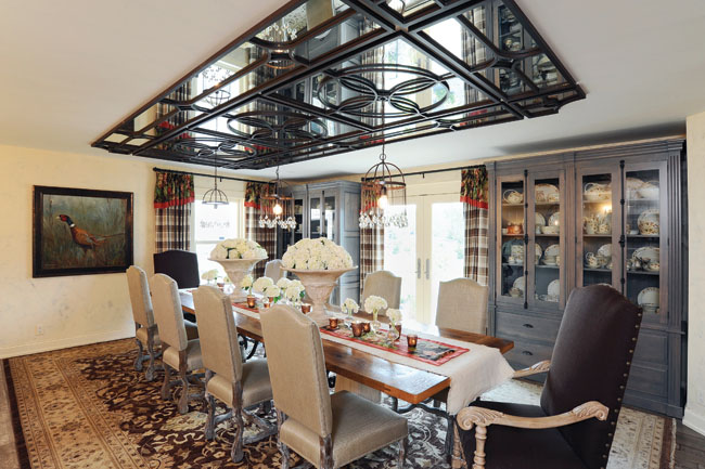 Dining room mirrors show all