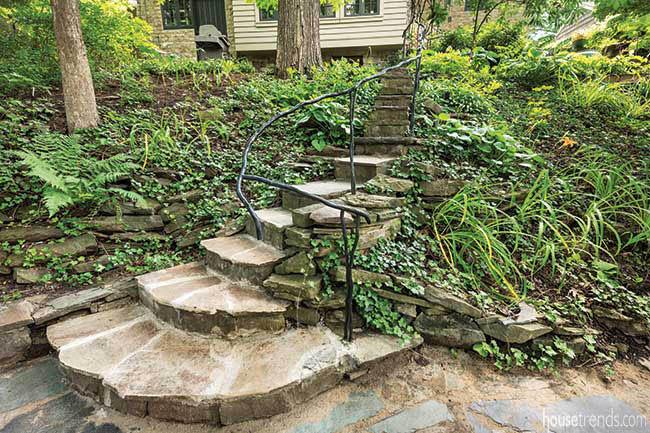 Custom handrail for outdoor steps