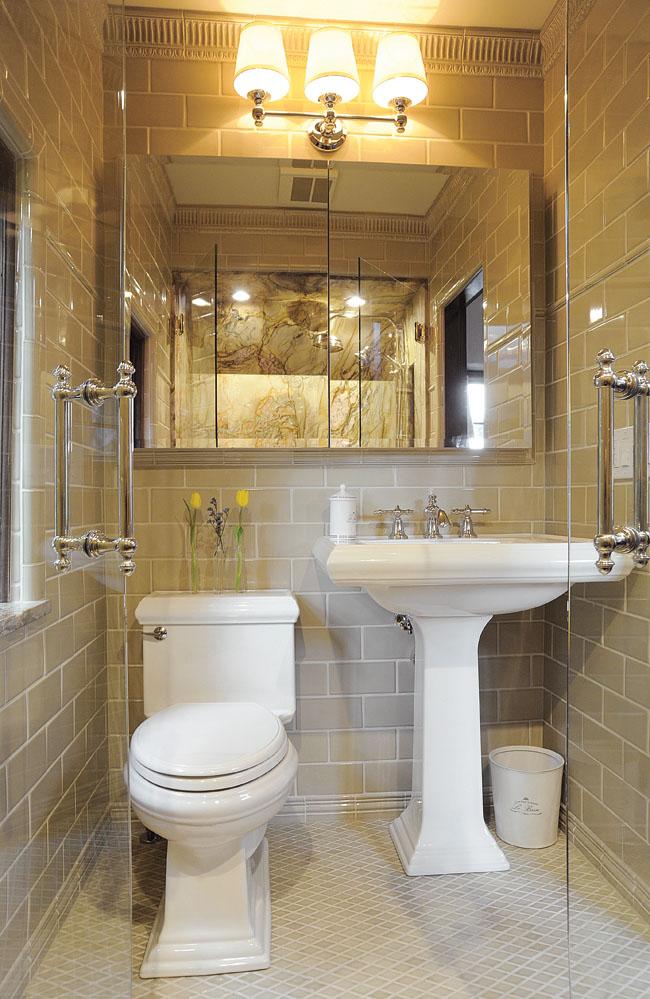Space-saving pedestal sink