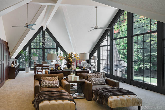 Windows steal the spotlight in an extraordinary room design