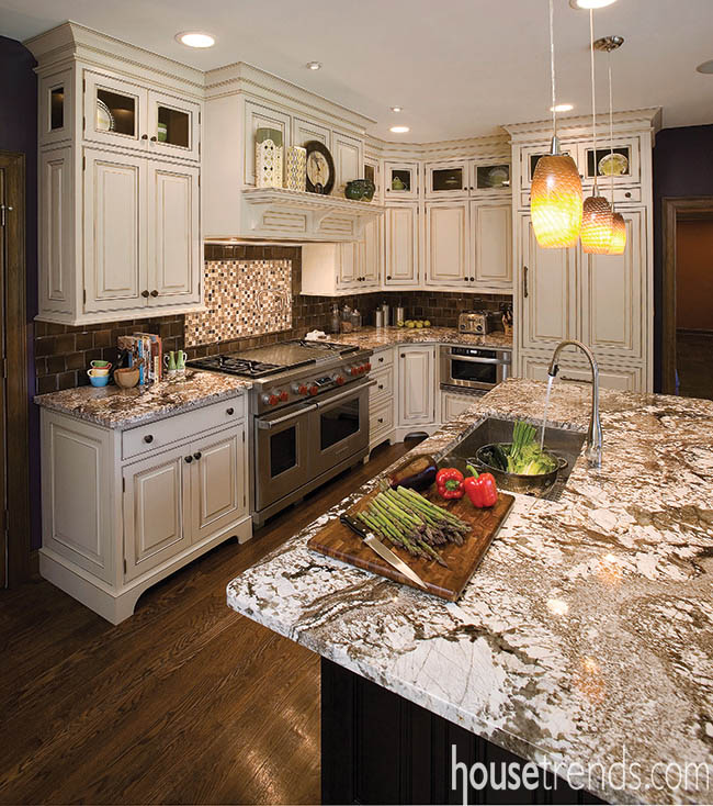 Kitchen cabinets play tricks on the eyes