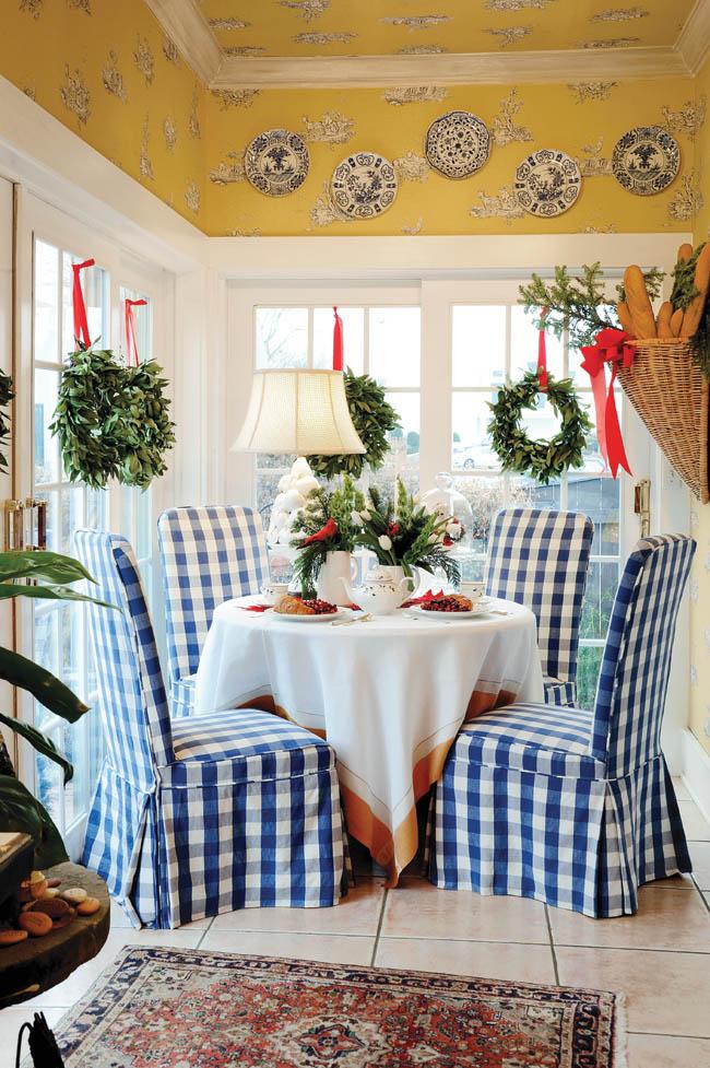 Home's interior shows off a classy Christmas design