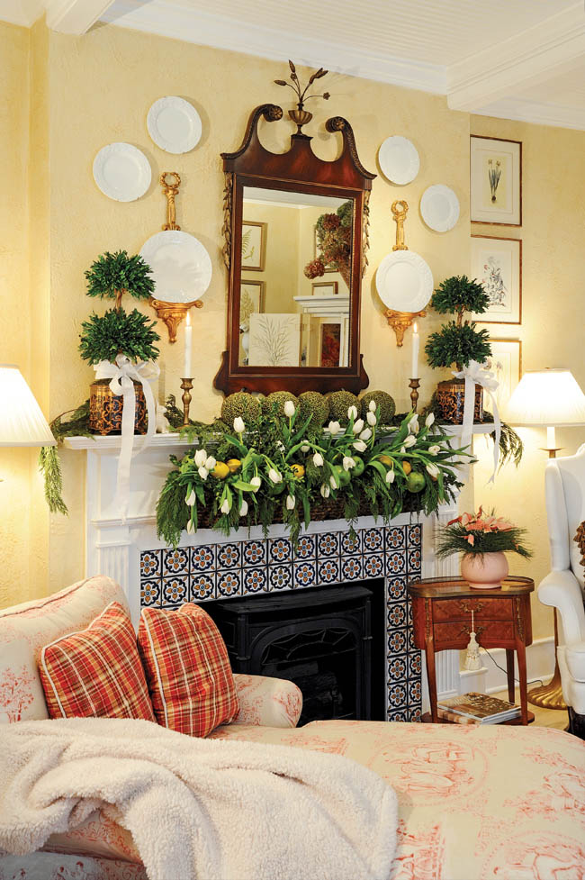 Home's interior displays a unique Christmas color scheme