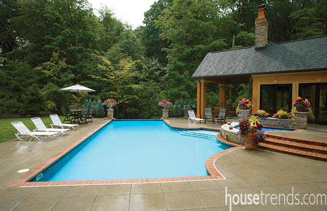 Swimming pool keeps guests guessing