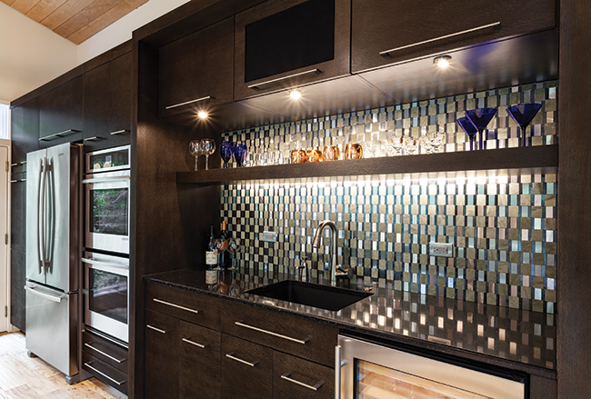 Kitchen with contemporary hardware