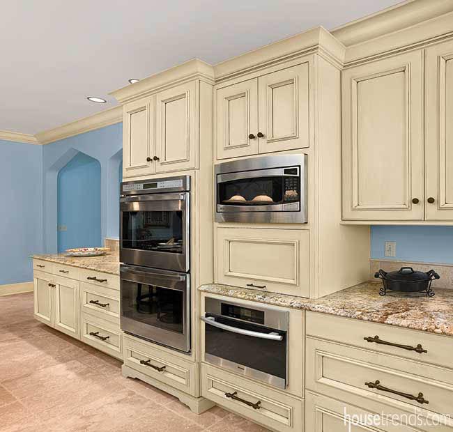 Kitchen cabinets kept to a minimum