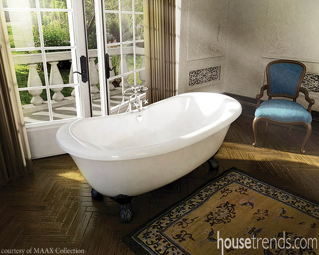 Bathtub sticks to a traditional design