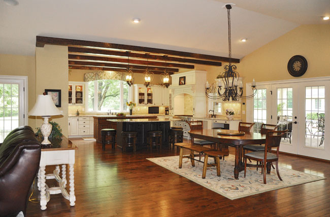 Small dining room ideas give borders to a room without walls