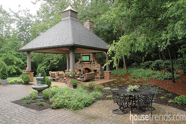 Pavilion mimics a wooded retreat