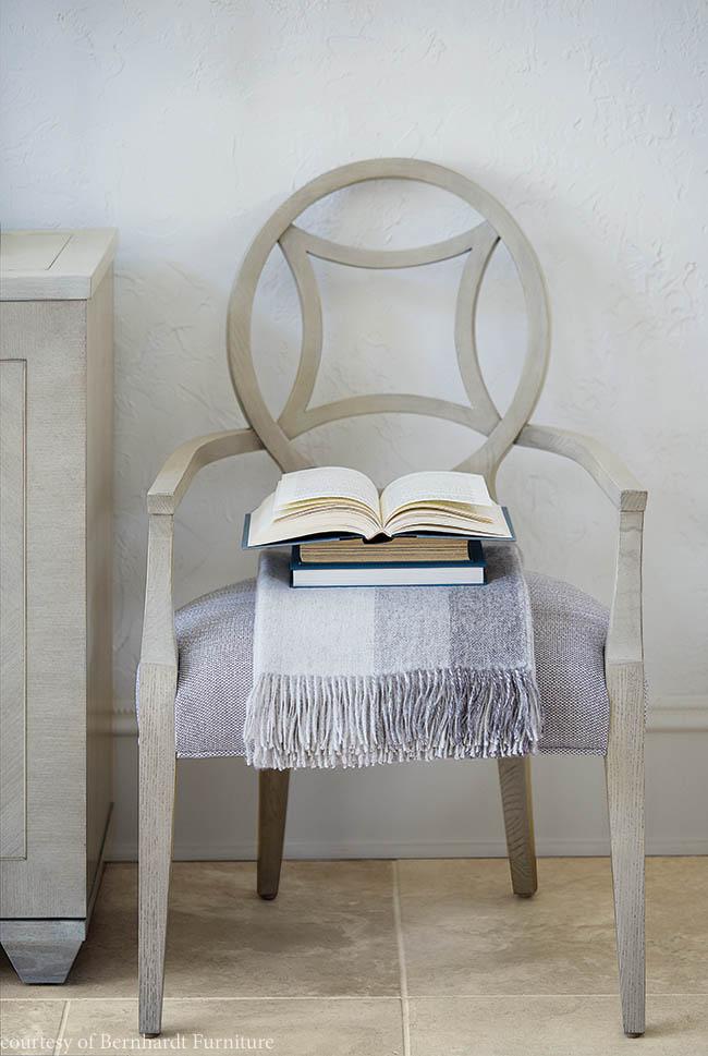 Arm chair with a luxurious feel