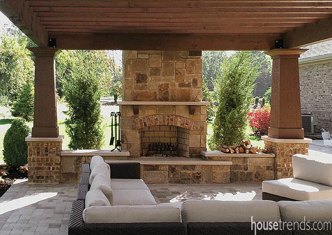 Outdoor entertaining is a breeze with this pergola