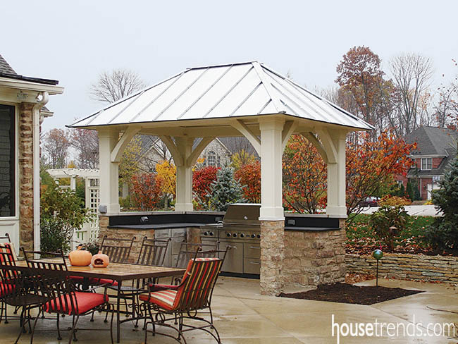 Outdoor kitchen sings in the rain