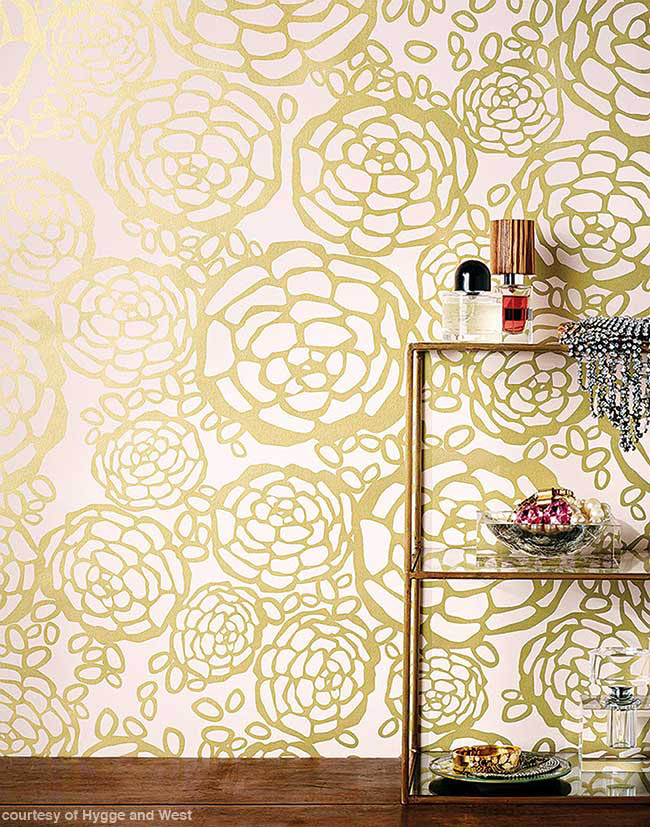 Wallpaper with a floral feel