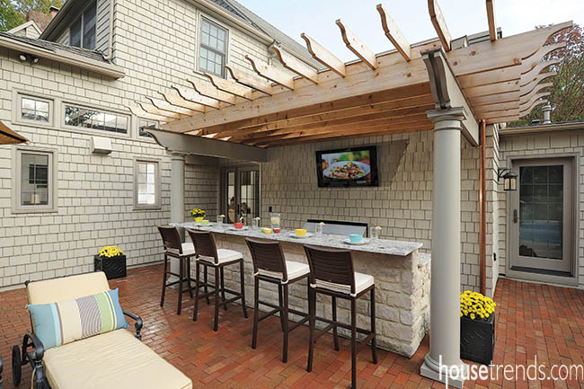 Unwind at a low-key outdoor bar